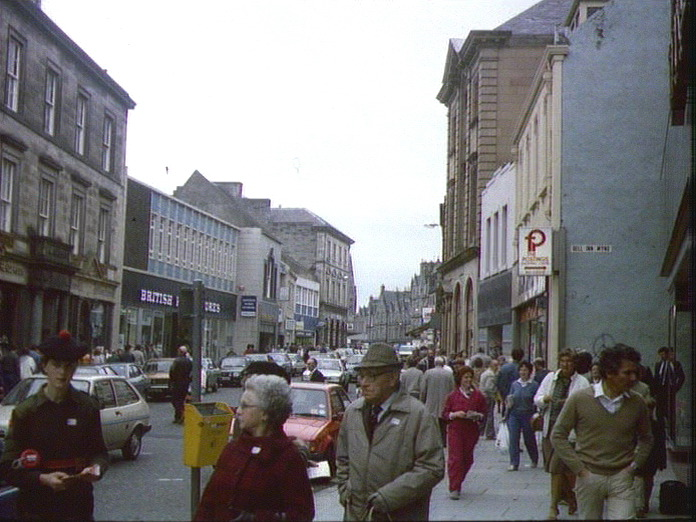 KIRKCALDY'S BUSY HIGH STREET-1986