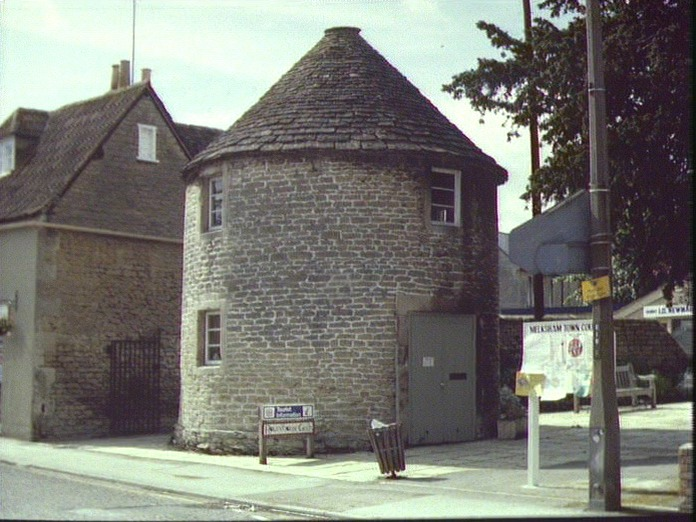 THE ROUND HOUSE _ MELKSHAM-1986
