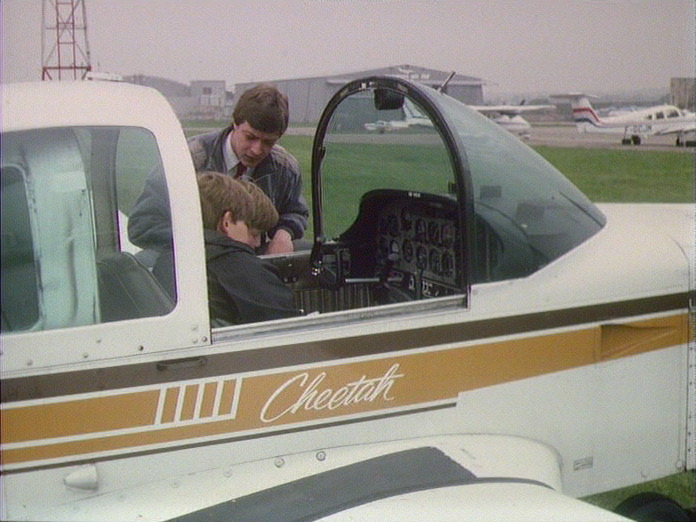 AIRPORT FLYING SCHOOL-1986