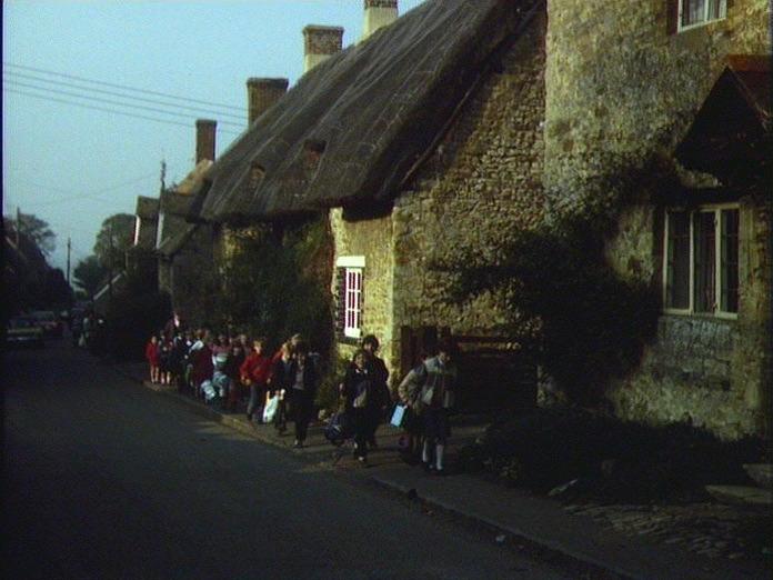 CHILDREN LEAVE BECKLEY SCHOOL-1986