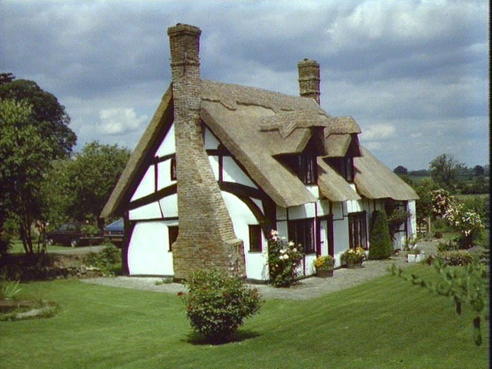 CROW'S NEST COTTAGE, HOCKLIFFE-1986
