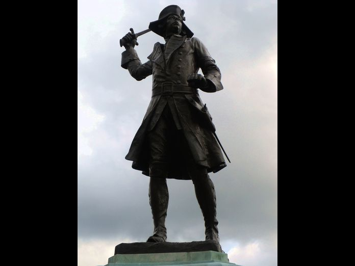 Westerham, Wolfe Statue-2011